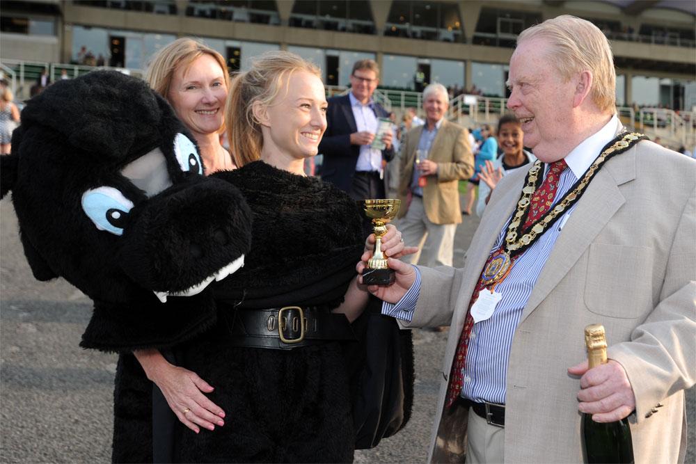 Councillor Bennison presents the trophy